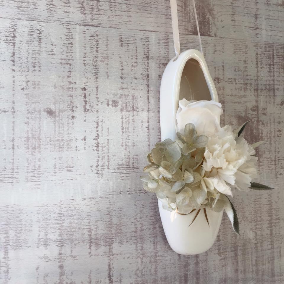 Z-Flower Design+_トウシューズ型の花器にプリザーブドフラワー_2016