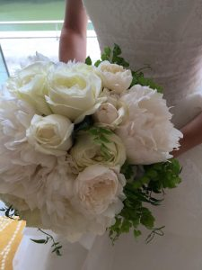 Z-Flower Design+_新婦の希望でシャクヤクとバラのブーケのアレンジ_2015