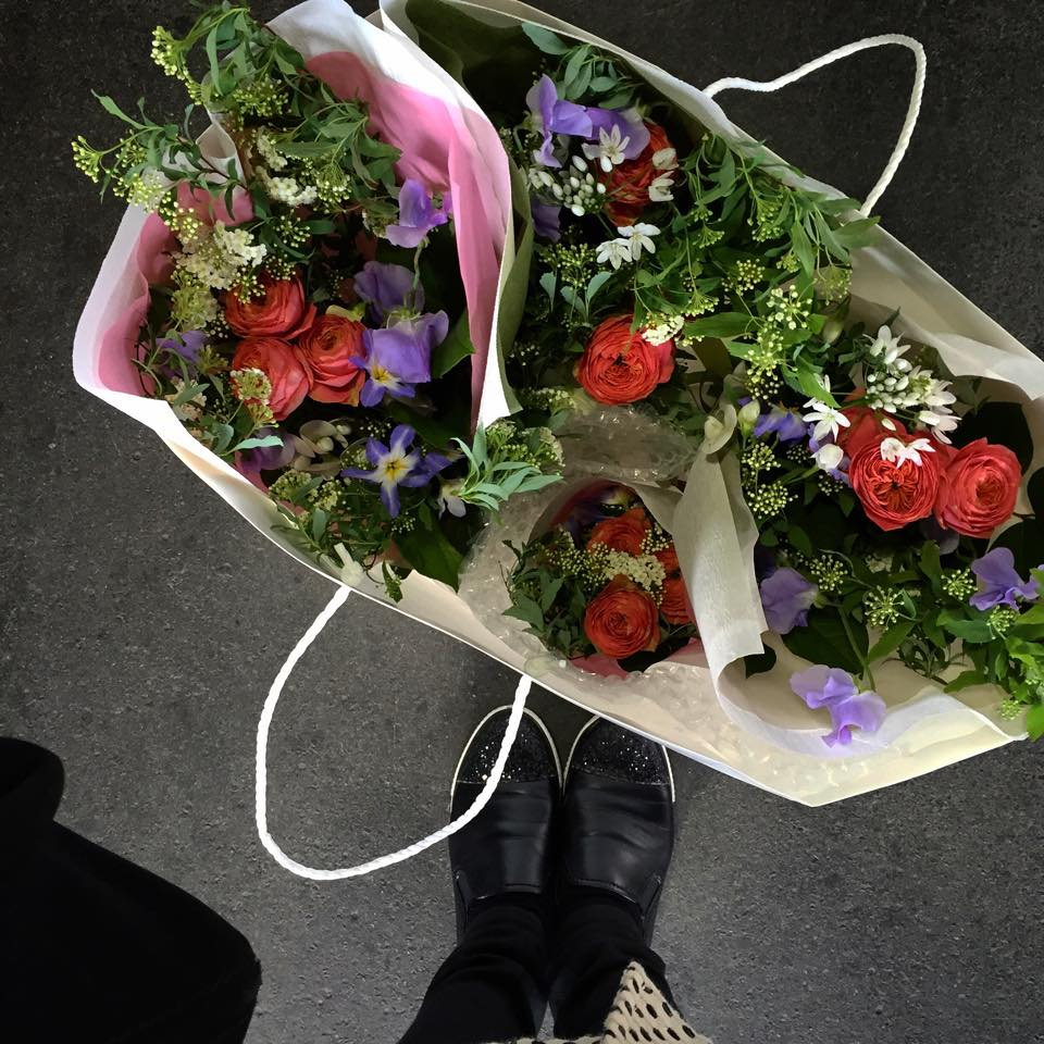 Z-Flower Design+_品川の保育園の卒園式に花束のオーダーの納品_2015