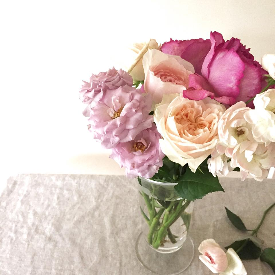 Z-Flower Design+_ガラスの花瓶にバラをたっぶりいけてみました_2015