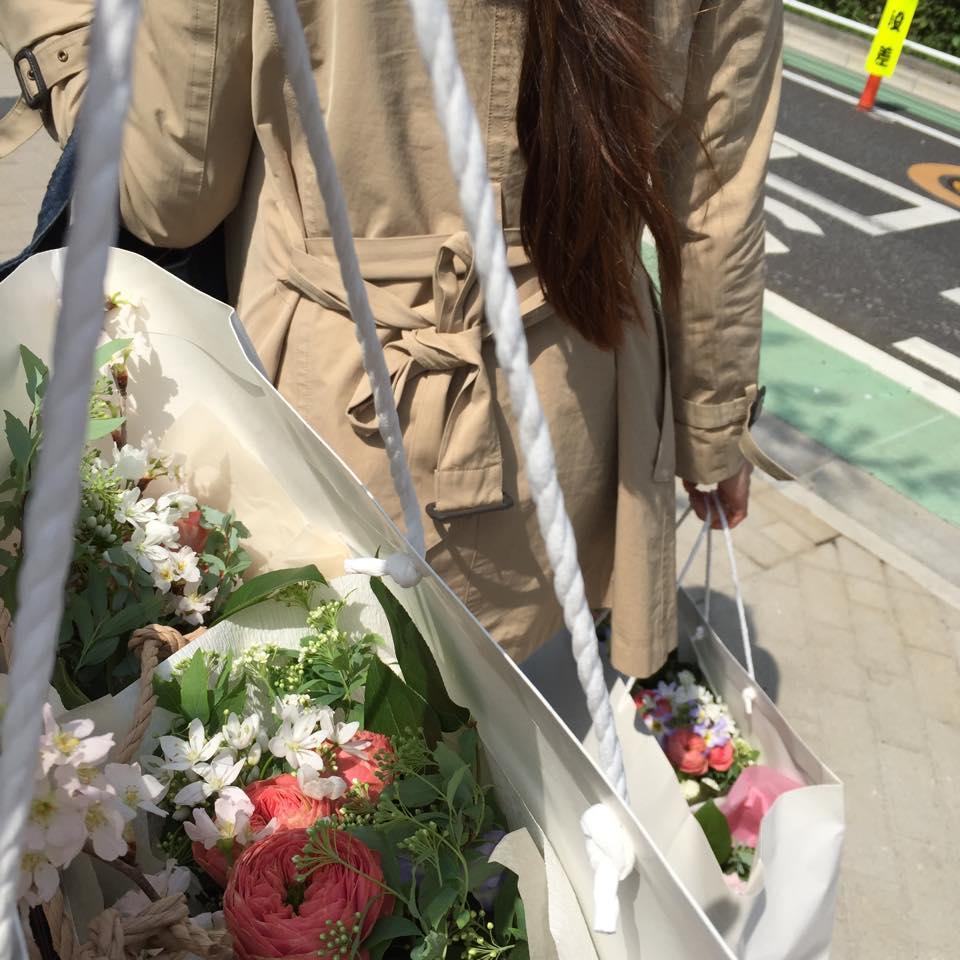 Z-Flower Design+_品川の保育園の卒園式に花束のオーダーの納品の様子_2015