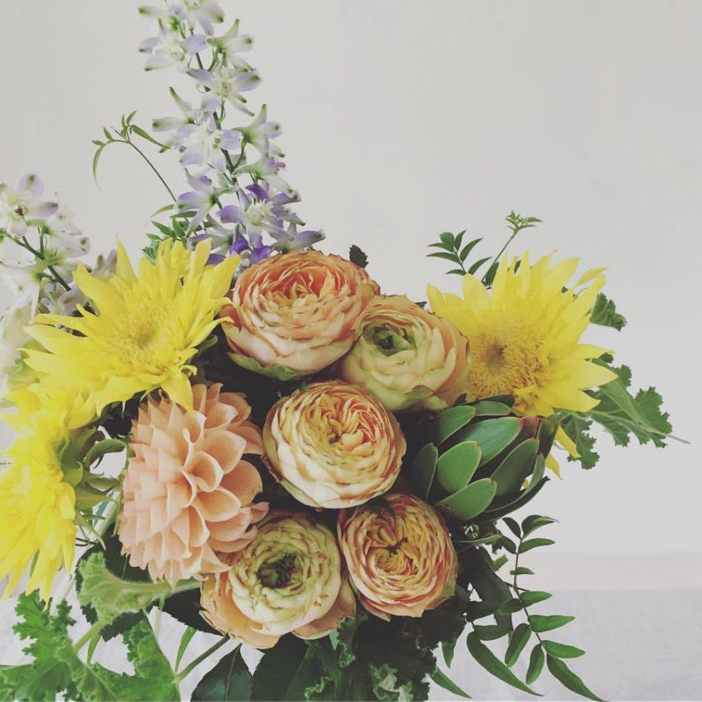 Z-Flower Design+_バレエのお祝いのバラやひまわりのアレンジ_2016