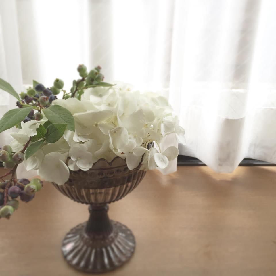 Z-Flower Design+_白い紫陽花とブルーベリー_2015